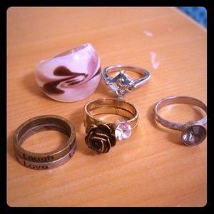 7 rings. Costume Jewelry